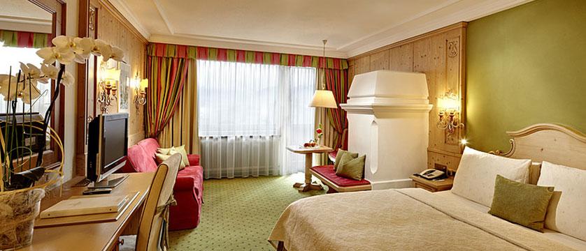 austria_zell-am-see_salzburger-hof_bedroom.jpg